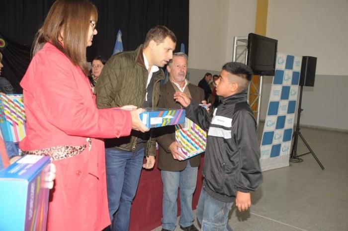 100 alumnos de la Escuela Secundaria Nº 2, de Santa Teresita, recibieron sus computadoras