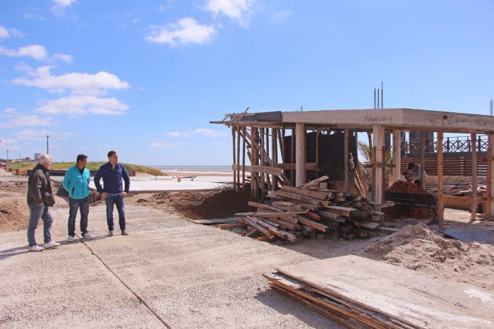 Además, De Jesús recorrió la construcción de la nuevo Oficina de Turismo