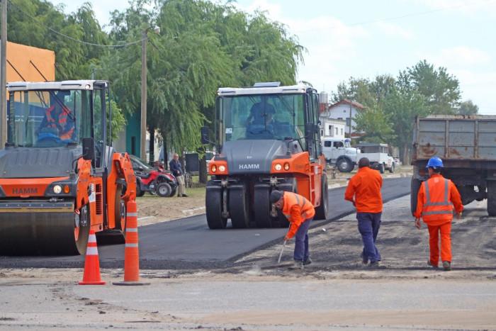 Además de Av. Chascomús, La Costa realizó tareas de asfaltado de la calle Espora