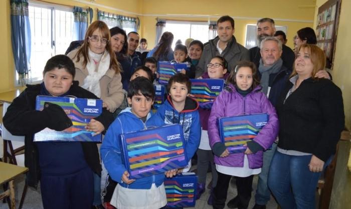 Alumnos de la Escuela de Enseñanza Especial N°503 y de la Escuela Secundaria N°12 recibieron sus netbooks