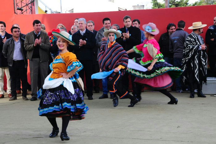 Colorido Carnavalito del Ballet Municipal de La Costa