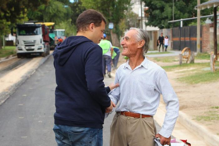 De Jesús dialogó con los vecinos que fueron acercándose