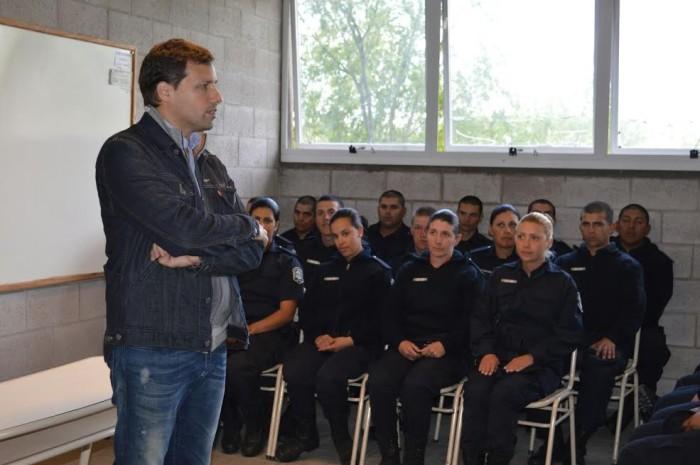 Durante el 2016, anticipó el Intendente, la Escuela de Policía abrirá sus puertas a una nueva camada de jóvenes que deseen incorporarse a la Policía de la Provincia.