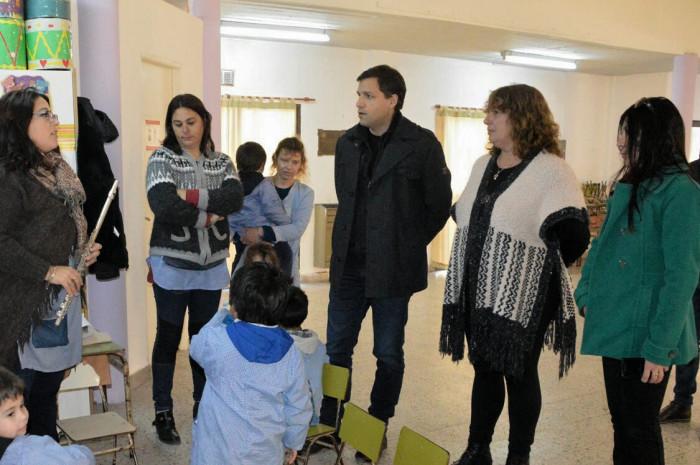 Durante su visita al Jardín Nº 910 el intendente De Jesús dialogó con docentes, alumnos y directivos