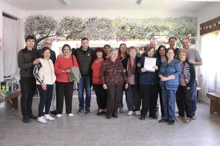 EL intendente Juan Pablo de Jesús compartió un desayuno con abuelos de Villa Clelia