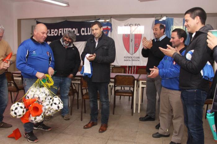 El Gobierno de La Costa entregó kits deportivos para las disciplinas que se practican en el club