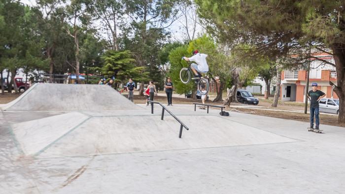 El Skate Park de Mar del Tuyú está ubicado en la plaza Eva Perón, en calle 75 y 4.