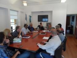 El encuentro tuvo lugar en el despacho del jefe comunal y contó con la participación de funcionarios de cada una de las secretarías de gobierno