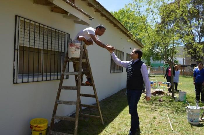 El intendenete recorrió la obra de mantenimiento que realiza el Municipio en el Jardín de Infantes