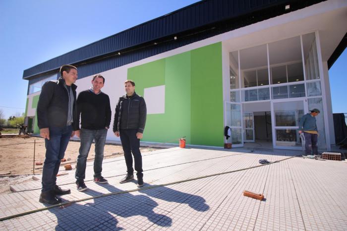 El intendente De Jesús junto al nuevo delegado de Villa Clelia, Fernando Farías y el secretario de Comunicación Cristian cardozo