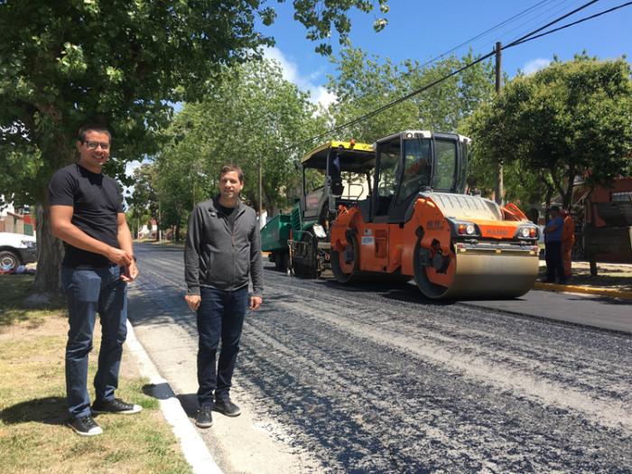 El intendente De Jesús recorrió la zona por donde se realizan tareas de asfaltado