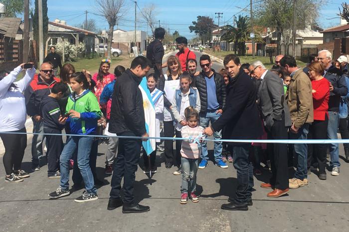 El intendente De Jesús y el secretario de Comunicación Cristian Cardozo, inauguraron el asfalto de la calle Estanislao del Campo