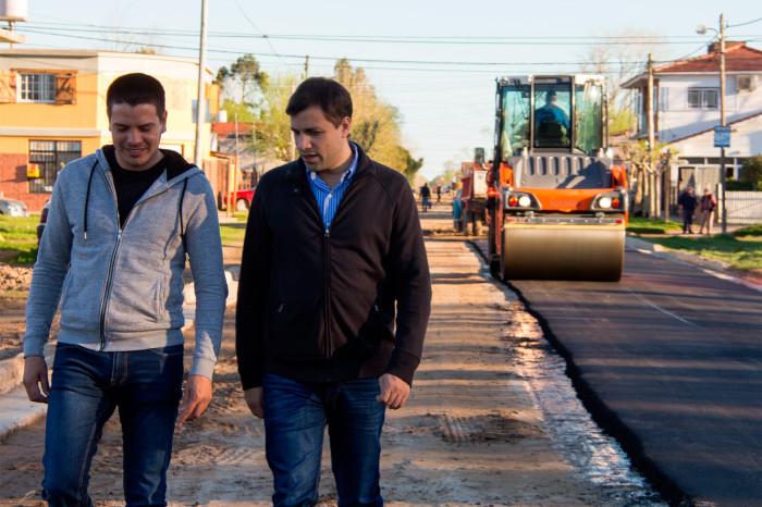 El intendente De Jesús y el secretario de Comunicación, Cristian Cardozo, recorrieron obras de asfaltado