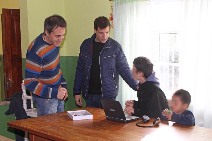 El intendente De Jesús y el secretario de Desarrollo Social, Facundo Nores, charlaron con los niños del hogar Convivencia