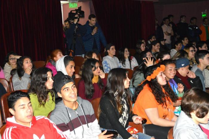 El intendente Juan Pablo de Jesús acompañó a los jóvenes en las Olimpíadas de Teatro