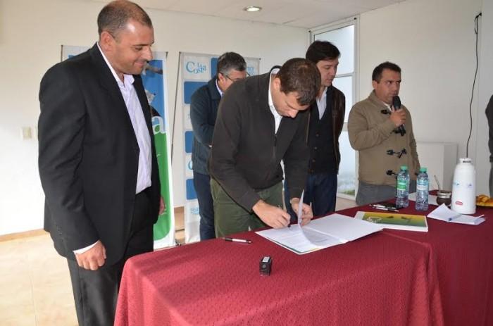 El intendente Juan Pablo de Jesús encabezó la firma de convenios de acuerdos de precios con el sector privado