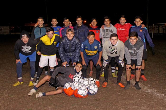 El intendente Juan Pablo de Jesús entregó elementos de entrenamiento al Club Social de Las Toninas