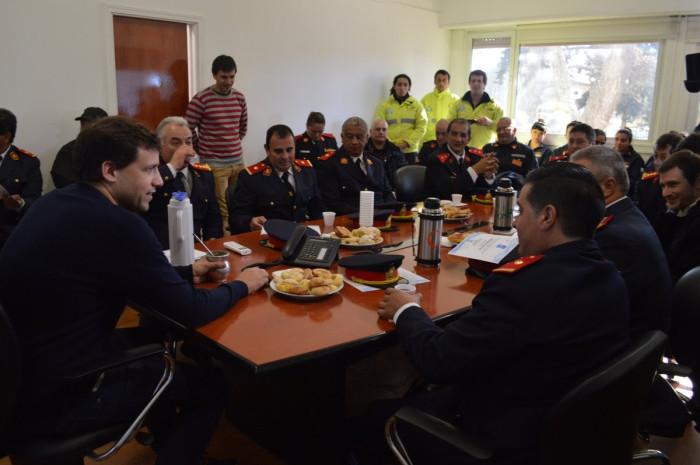 El intendente Juan Pablo de Jesús entregó reconocimientos a los bomberos voluntarios en su día