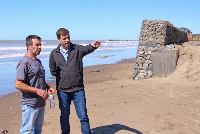 El intendente Juan Pablo de Jesús recorrió la obra de colocación de gaviones en Mar del Tuyú