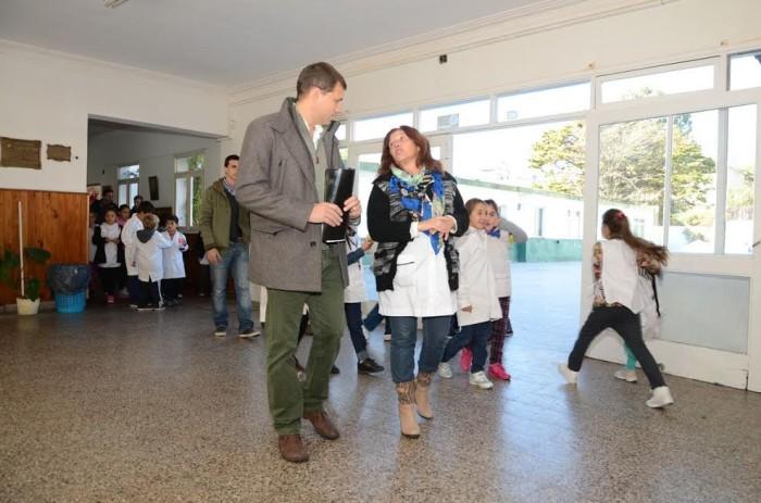 El intendente Juan Pablo de Jesús recorrió las obras que se llevan adelante en la Escuela Primaria Nº 4 de Santa Teresita