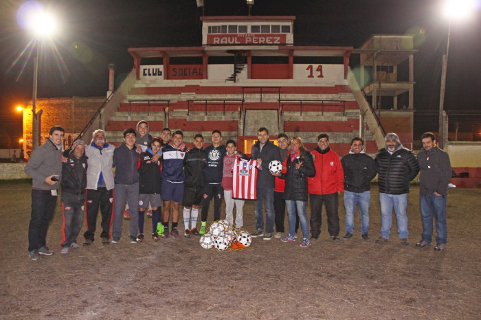El intendente Juan Pablo de Jesús visitó el entrenamiento del Club Social y Deportivo Santa Teresita
