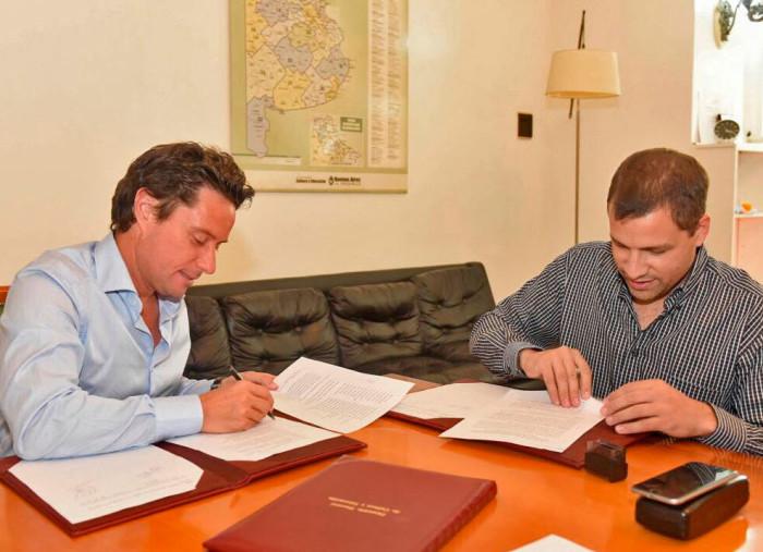 El intendente Juan Pablo de Jesús y el Director General de Cultura y Educación Gabriel Sánchez Zinny