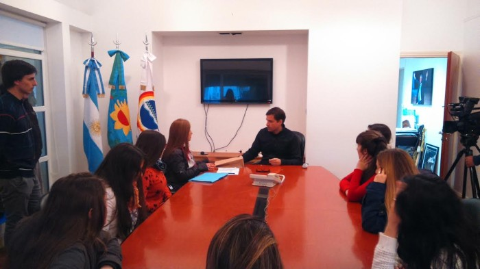 El intendente de Jesús recibió al equipo de Ragazza que viajará a Córdoba por un certamen internacional de Danzas