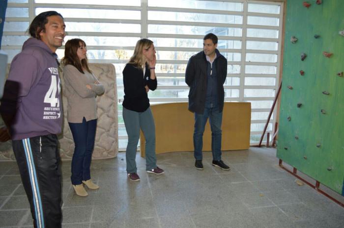 El intendente de La Costa, además, se reunió con docentes y jóvenes del Centro de Estudiantes de la EES Nº9