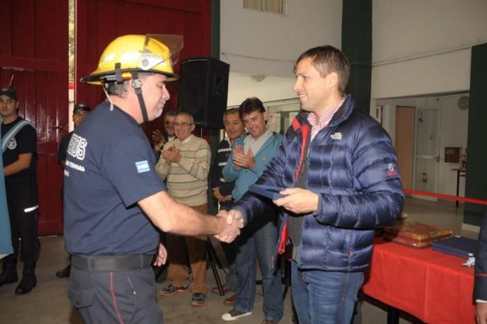 El intendente de La Costa entregó distinciones a los bomberos voluntarios de La Costa