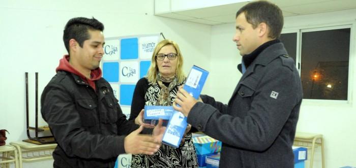 El intendente de La Costa entregó netbooks en el ISFDyT Nº 89, en Mar de Ajó Norte