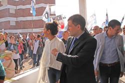 El intendente de La Costa ingresando al recinto deliberativo