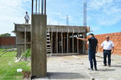 El intendente de La Costa recorriendo el Polideportivo del barrio Villa Clelia, en Mar de Ajó
