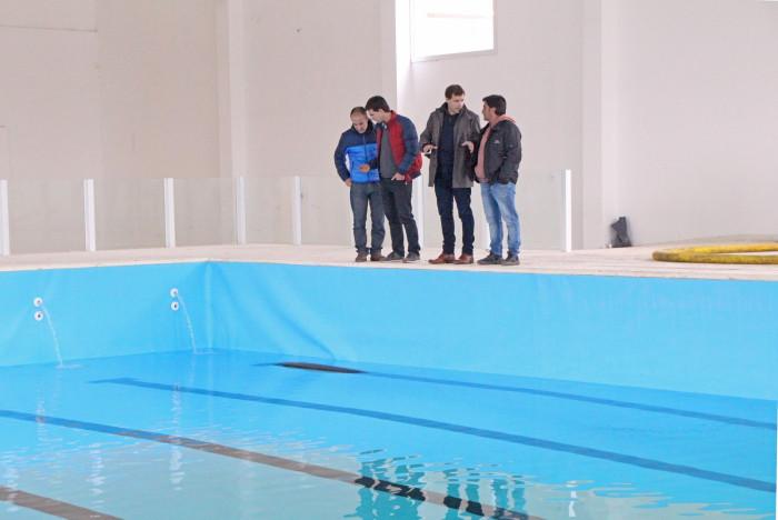 El intendente de La Costa supervisó las tareas que realizan en el natatorio que el 9 de julio quedará inaugurado