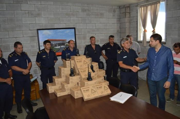 El intendente entregó equipamiento a la fuerza de seguridad bonaerense
