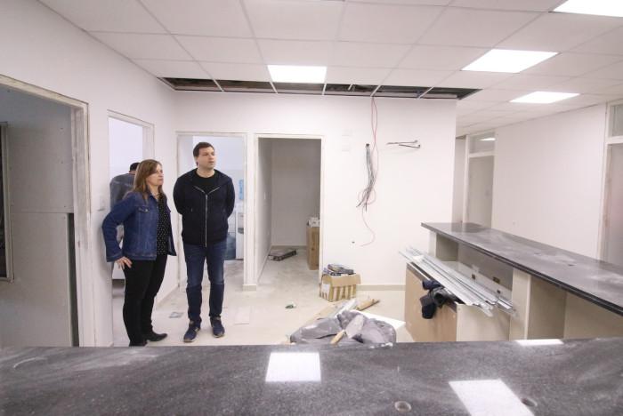 El intendente supervisó el cmienzo de la instalación del nuevo mobiliario para la ampliación del hospital de Mar de Ajó