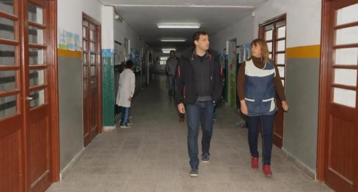 El intendnete Juan Pablo de Jesús recorrió obras en la Escuela Nº 10 de Villa Clelia