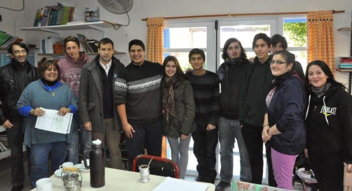 El intendnete se reunió con alumnos de la ES Nº10 y miembros del centro de estudiantes para analiazar un proyecto contra la violencia