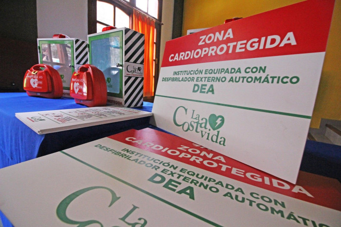 El kit de cardioprotección que entregó el intendente De Jesús a instituciones de La Costa