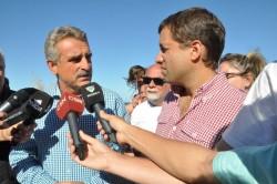 El ministro de Defensa de la Nación, Agustín Rossi, recorrió junto al intendente Juan Pablo de Jesús, la carpa de promoción de la salud instalada en Mar de Ajó