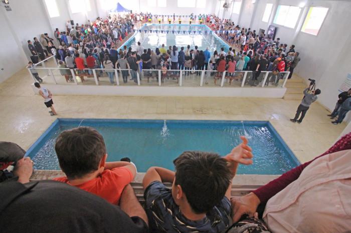 El natatorio está ubicado en el Barrio Las Quintas de Santa Teresita