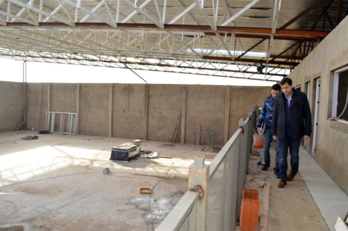Fue techada la obra del Polideportivo del barrio Villa Clelia de Mar de Ajó