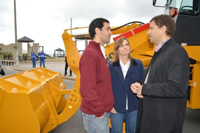 Funcionarios municipales acompañaron al intendente Juan Pablo de Jesús en la entrega de equipamiento y maquinaria
