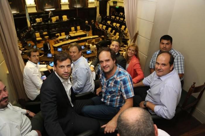 Intendentes y funcionarios del FPV participaron de la sesión en la legislatura