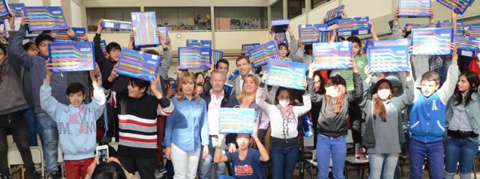 Juan Pablo de Jesús entregó netbooks del programa nacional Conectar Igualdad