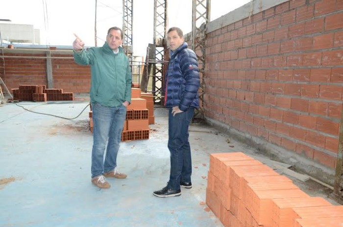 Juan Pablo de Jesús, intendente de La Costa, visitó la obra del polideportivo de San bernardo