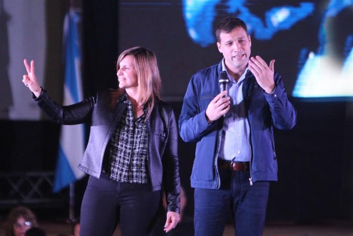 Juan Pablo de Jesús junto a la segunda precandidata a senadora provincial por Unidad Ciudadana.