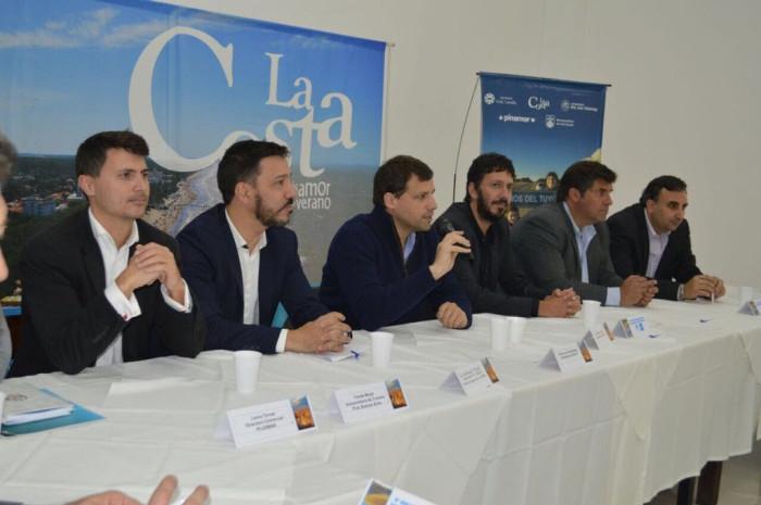 Juan Pablo encabezó la mesa de apertura del Encuentro Nacional de Municipios Turísticos