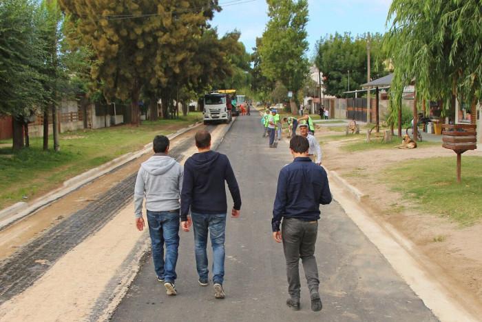Juan Pablo recorrió la obra de asfalto en Diagonal 20 de Santa Teresita