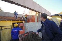 Juan Pablo recorrió trabajos que se realizan en las escuelas durante el receso invernal