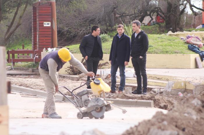 Junto a los funcionarios Cristian Cardozo y Facundo Nores supervisó tareas hidráulicas
